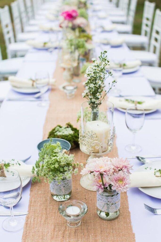 Aankleding, rustiek, kaarsen, bloemen, diner