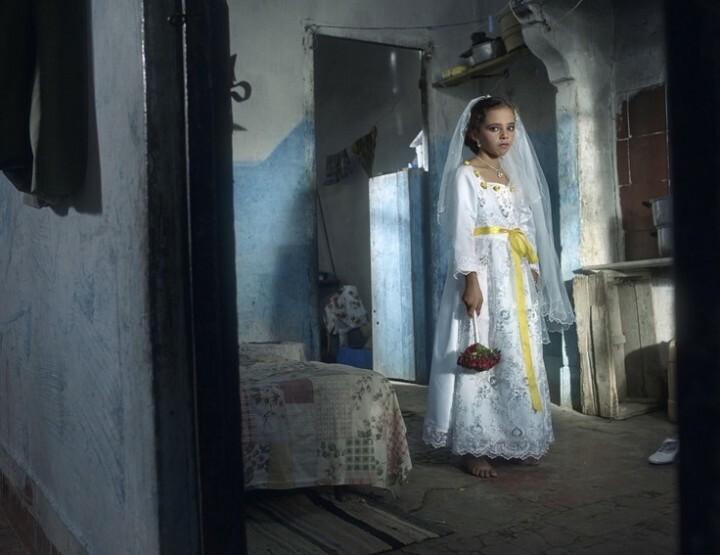 Hijs jezelf in een trouwjurk op Wereld-meisjesdag