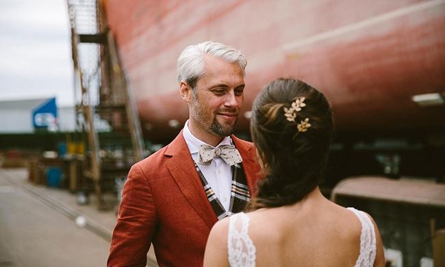 Roeland & Esther vieren hun trouwfeest op een scheepswerf (en in een kas)