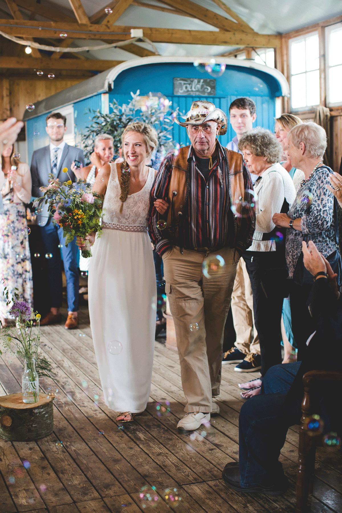 Bohemian-bruiloft-Remy-&-Jessy-Pam-door-Nienke-van-Denderen-Fotografie-62