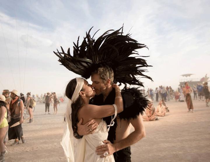 Anna en Phil trouwen op Hawaii, bij Burning man en in nog vier andere landen!