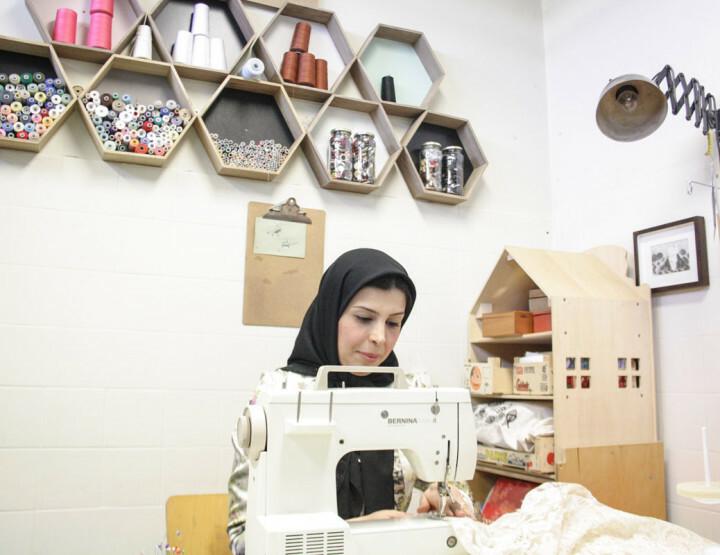 Het verhaal van de succesvolle Iraanse bruidsjurken-ontwerpster Parvaneh