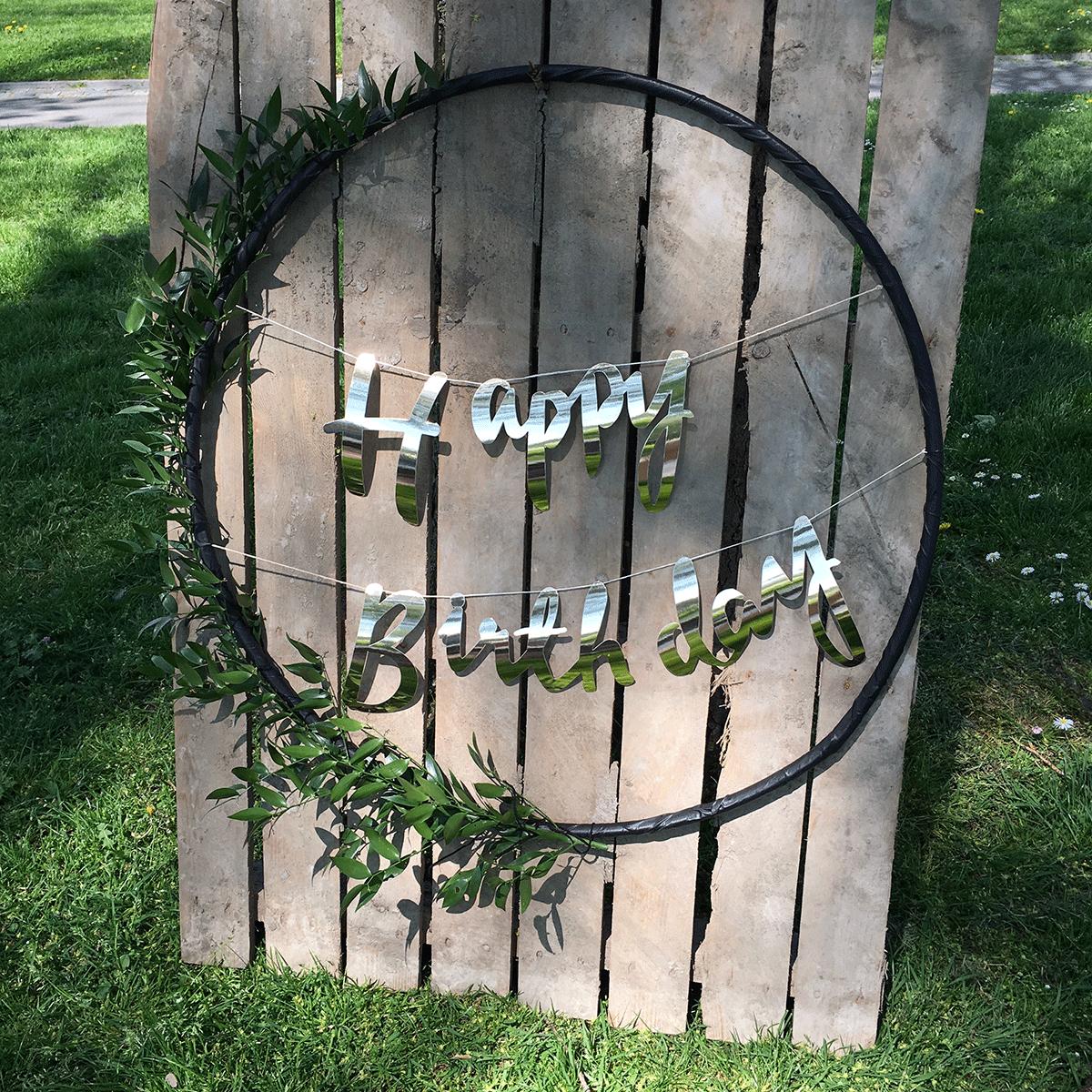 DIY-hoepel-met-bloemen-en-letters-9