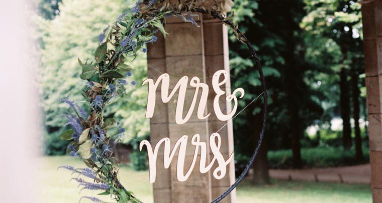 DIY: Hoepel met letters en bloemen
