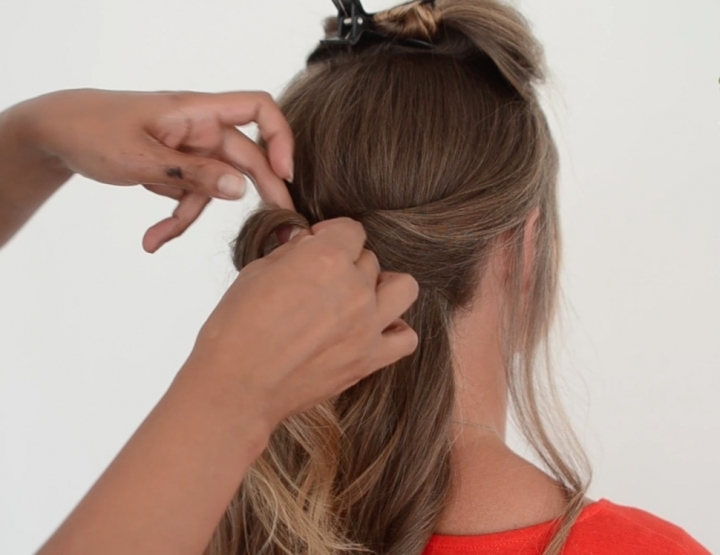 How to video: een moderne bridal updo met een twist!