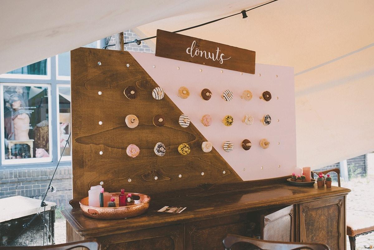 donut-wall-te-leuk-trouwen-bij-engaged-153