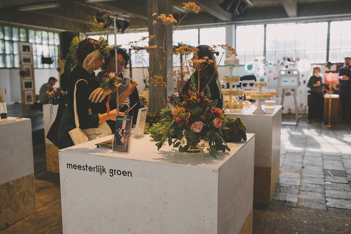 meesterlijk-groen-bruiloft-bloemen-bij-engaged-119