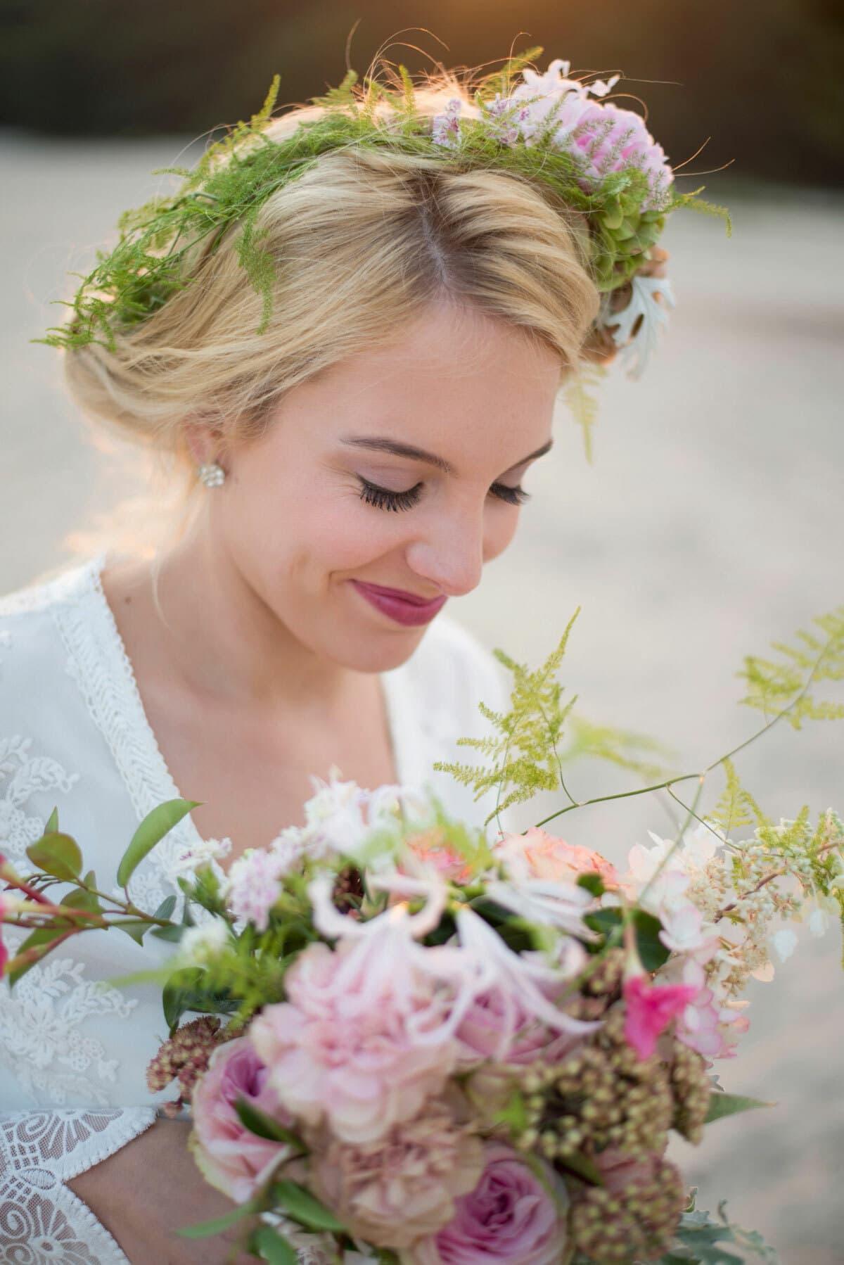 bloemenkrans-bloemen-in-je-haar-kapsel-bruidskapsel