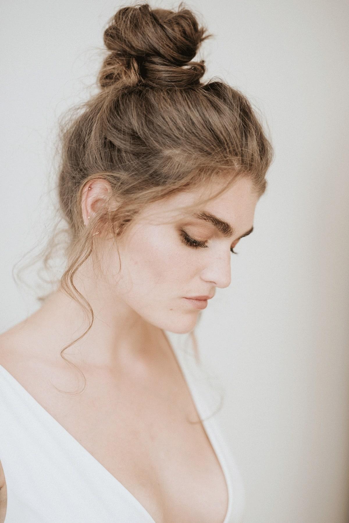 knot-bruidskapsel-bohemian-haar-haarkapsel