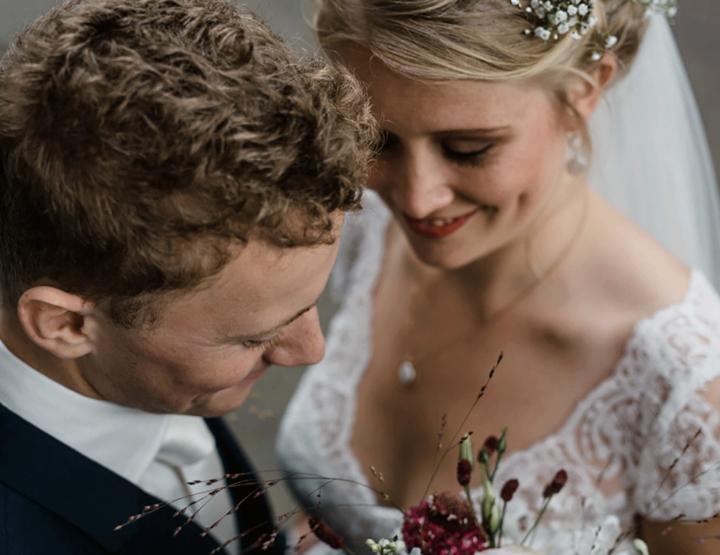 Een bruiloft vol bloemen in Amsterdam