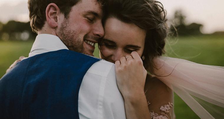 De romantische bruiloft van Rik en Astrid (met zachtroze trouwjurk)