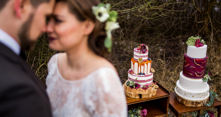 Inspiratie: Een bohemian bruiloft met paarse en gouden details
