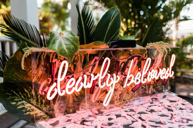 Neon Letters Huis : Bruilofttrend gespot: neon letterlampen! girls of honour blog