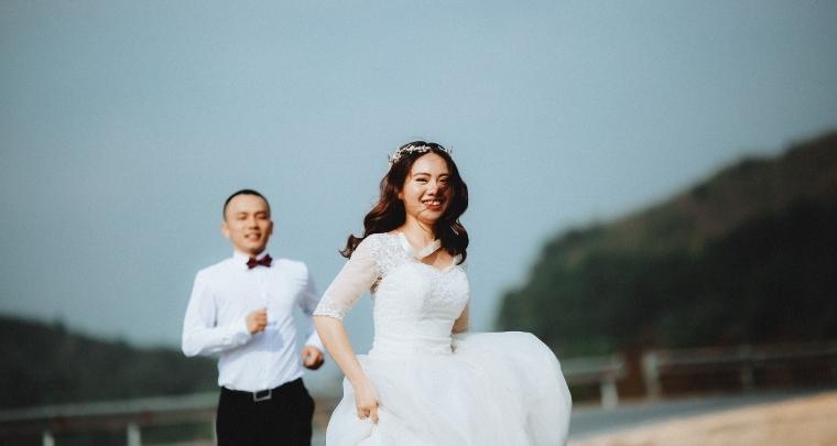 Trouwen in een witte trouwjurk: waarom doen we dat eigenlijk?