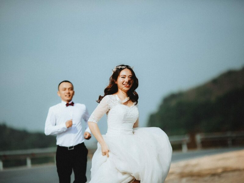 trouwen in witte trouwjurk