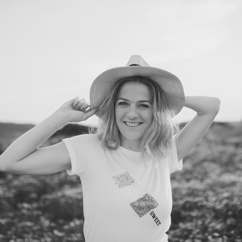 Marit met hoed