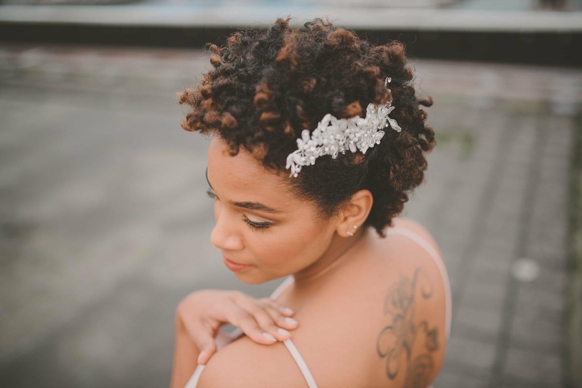 bruidskapsels krullend en kroeshaar