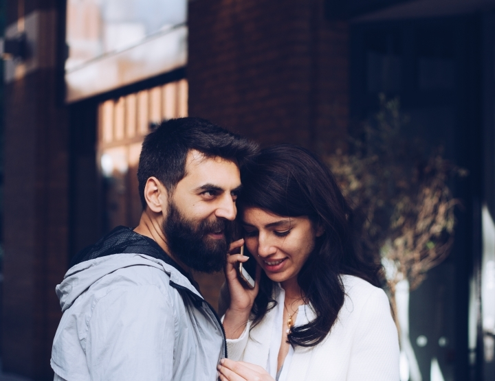 Hoe ga je om met social media in je relatie?