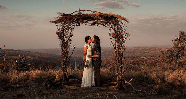 Een Elopement in Zuid-Afrika en trouwfoto's met een neushoorn!