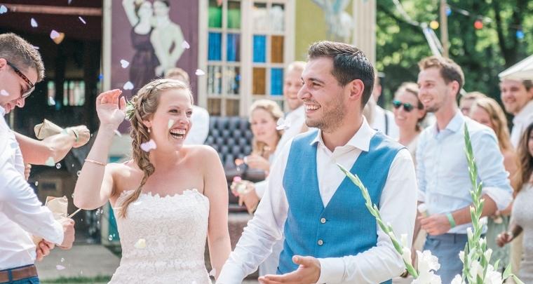 Dit stel had een heuse zweefmolen op hun bruiloft!
