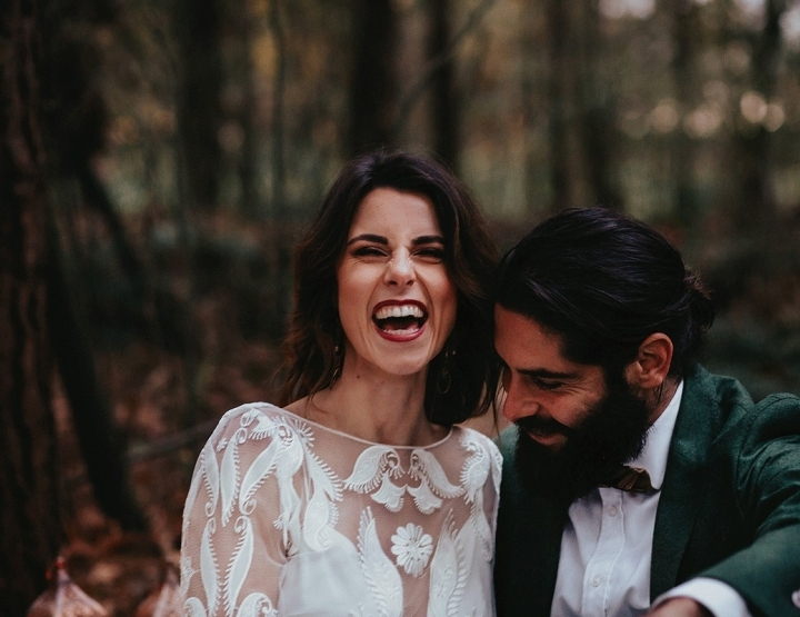 Hoe tof?! Deze bruid droeg een hoed met bloemen!