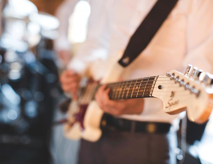Waarom live muziek in plaats van een playlist op je bruiloft