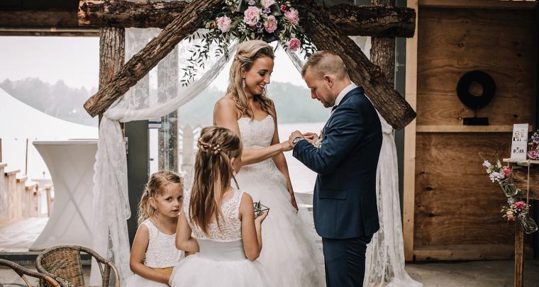Bruiloft in rustieke trouwlocatie beachclub Meer in Winterswijk
