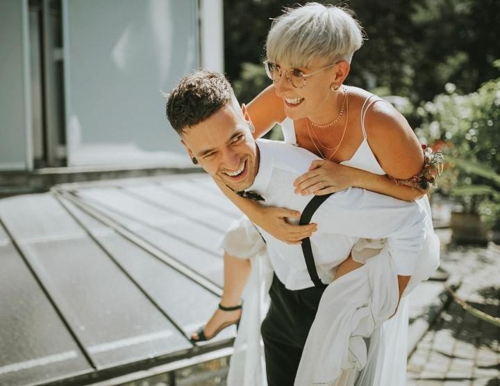 Dit bruidspaar maakte van hun bruiloft een groot liefdesproject! En dat wil je zien...