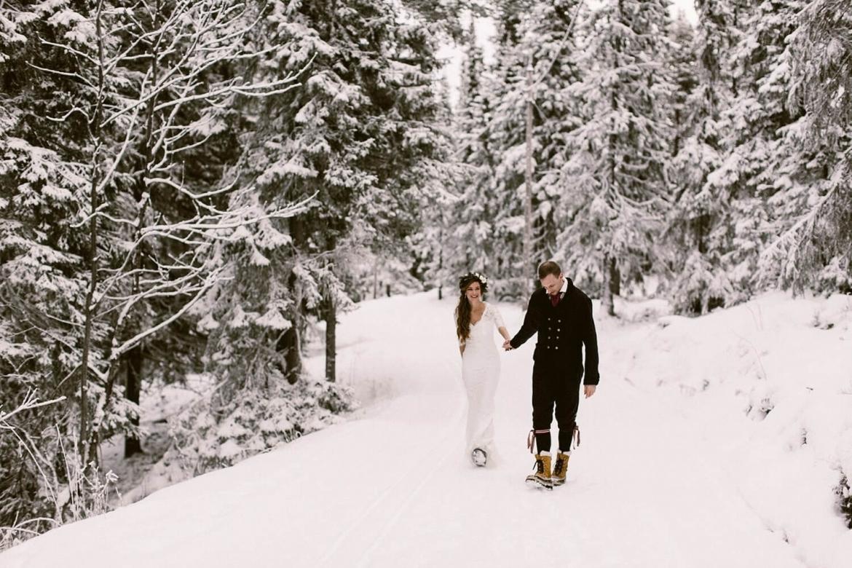 Meer Zweedse Inspiratie : Een bruiloft in de sneeuw in zweden met rood houten huisje