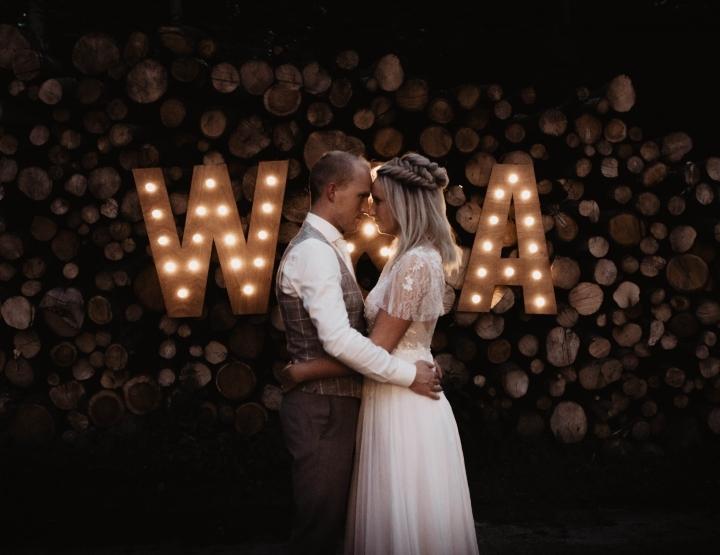 Real wedding: bruiloft in het bos en feesten in een schuur!
