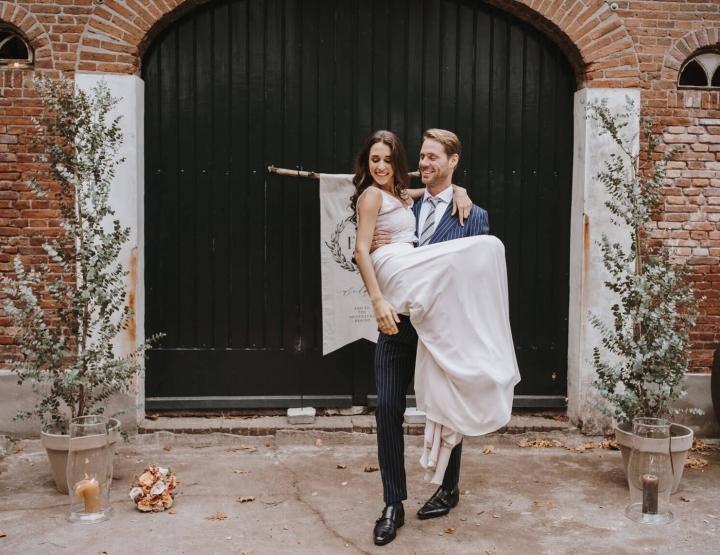 Bruiloft inspiratie: intieme herfstbruiloft in schattig glazen huisje!