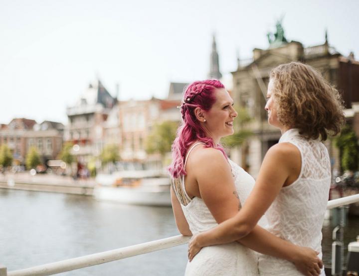 Hoe deze twee bruiden hun persoonlijke trouwceremonie organiseerden!
