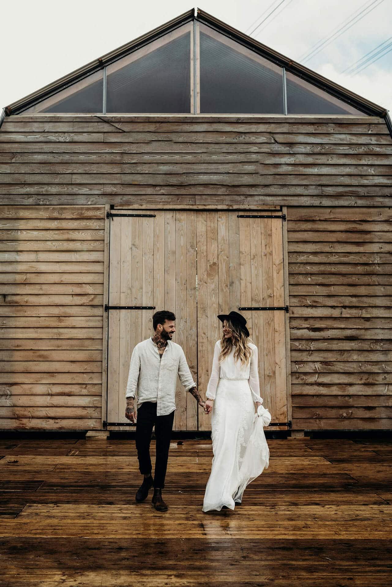 Fonkelnieuw Bruiloft inspiratie: Trouwen in een schuur, gewoon in Nederland! BI-18