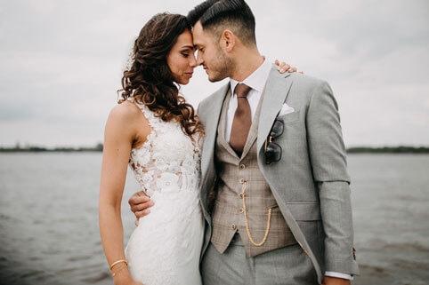 Real wedding: een must-see romantische bruiloft aan het water