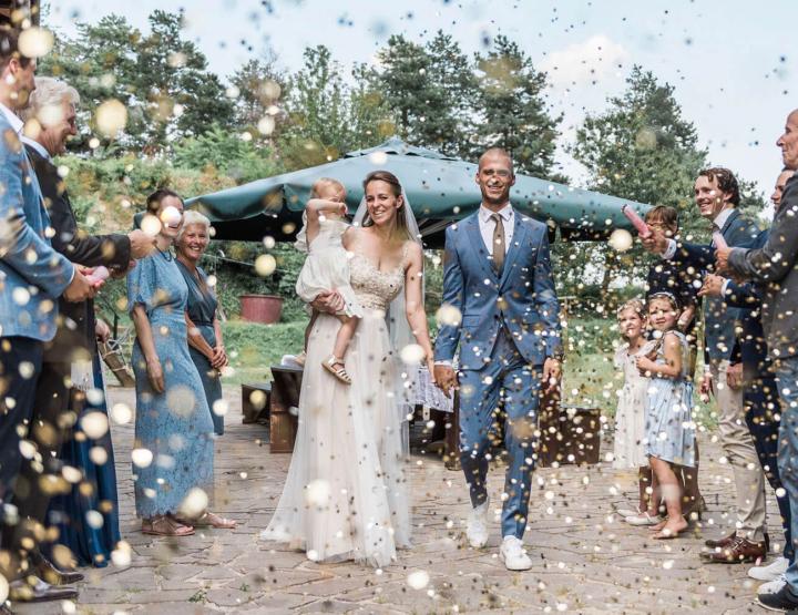 Hoe ga je om met het uitnodigen van semi-verplichte gasten op je bruiloft?