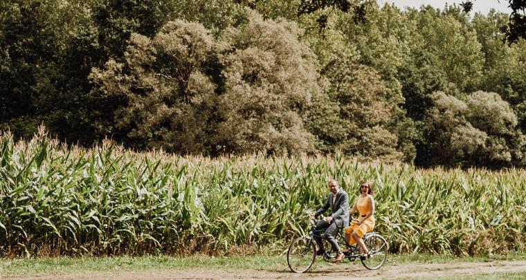 Bruiloft inspiratie: Tour de France bruiloft in België met 'gele-trui-jurk'