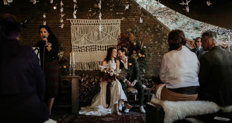 Real Wedding: Sprookjesbruiloft in een fort met duizend kraanvogels!