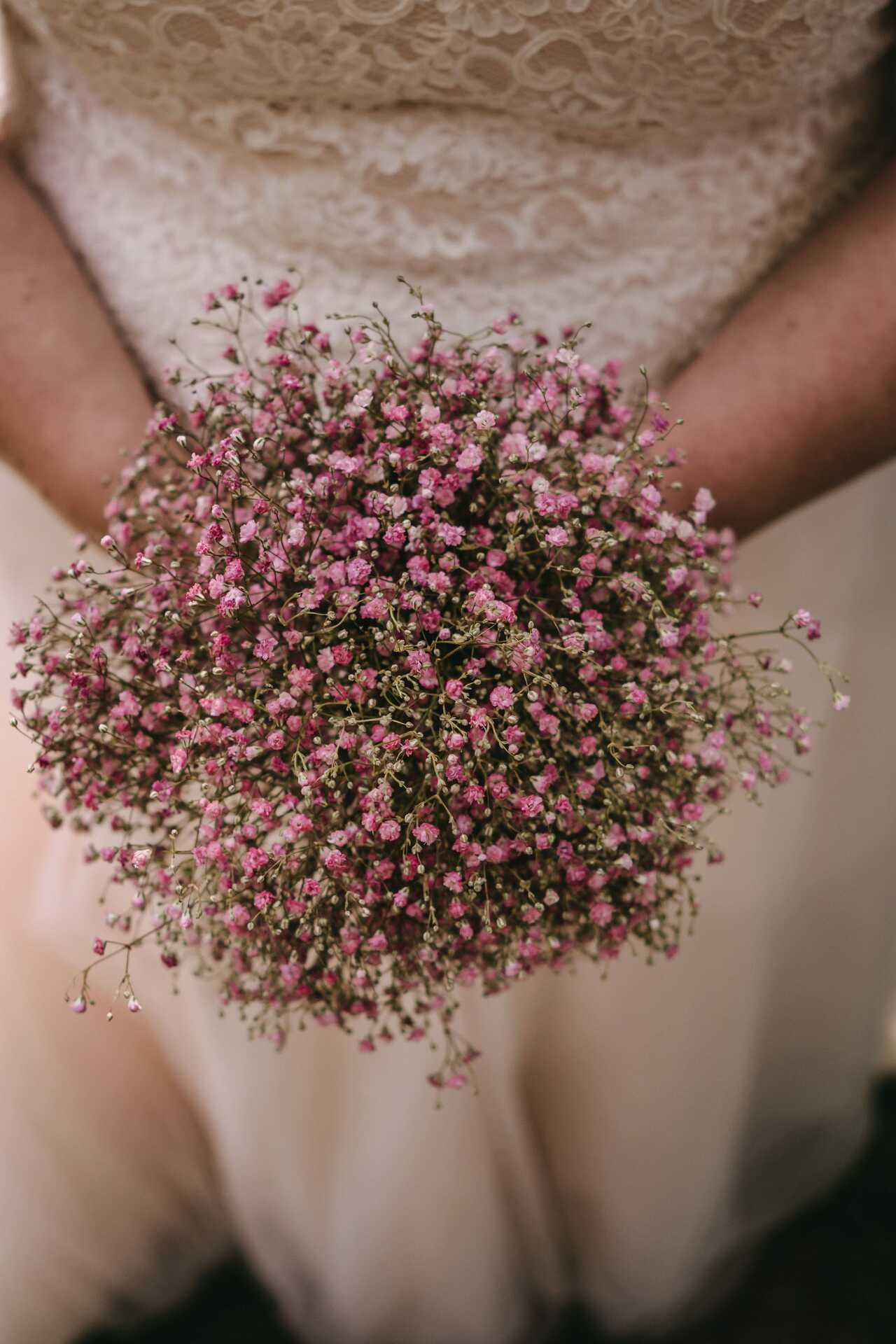 relaxte minimalistische bruiloft