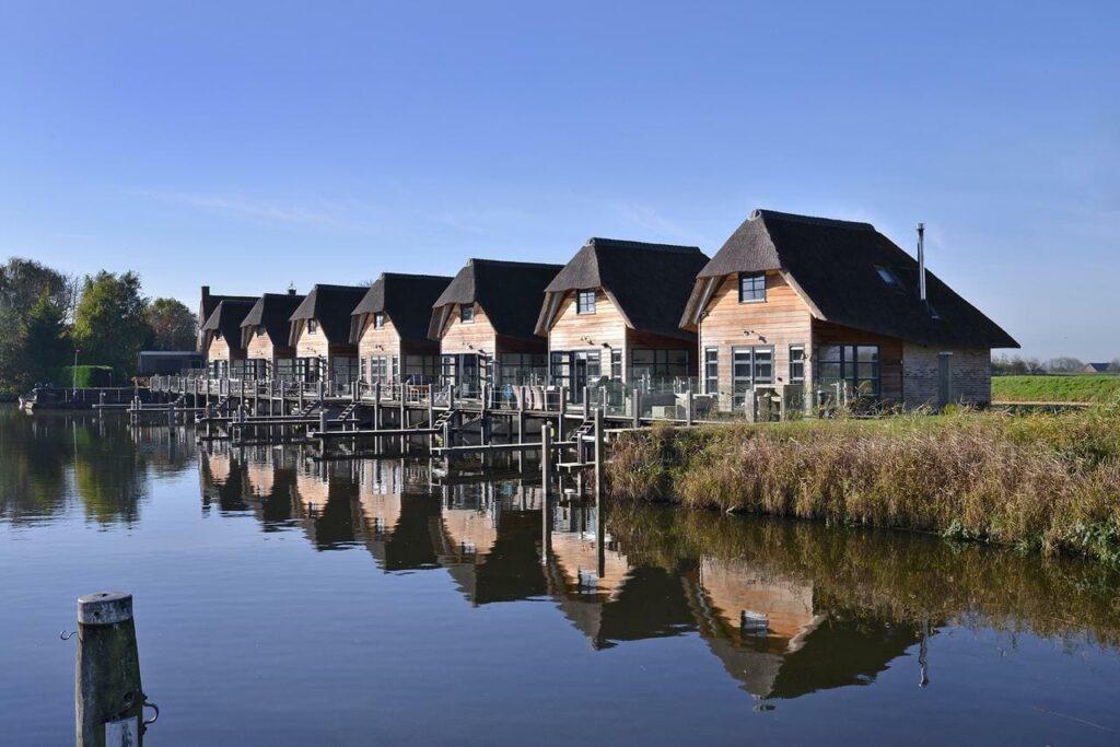 Deze afbeelding heeft een leeg alt-attribuut; de bestandsnaam is huwelijksreis-in-nederland-watervilla-zuiderhoeve-2-1024x683.jpg