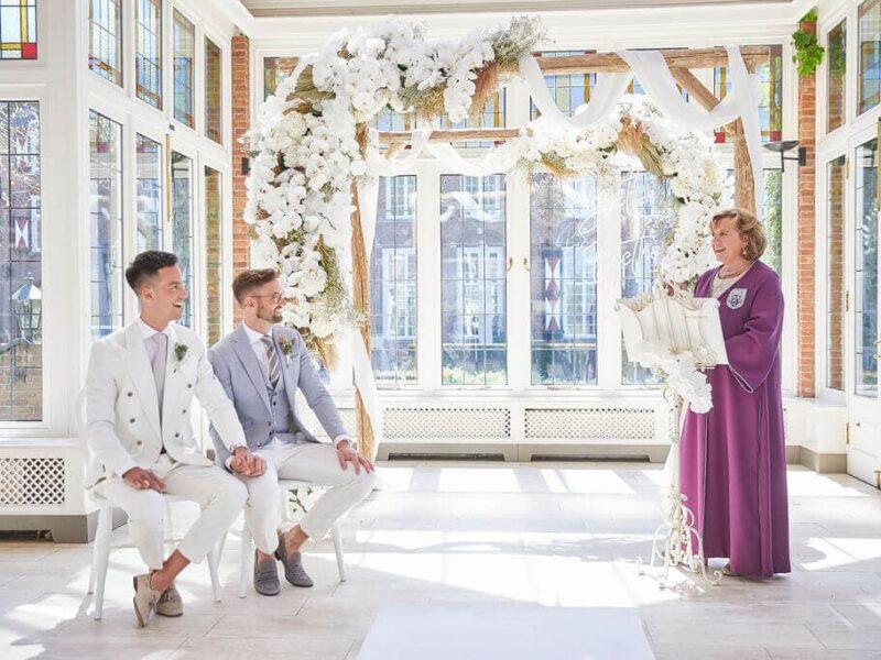 Elegante bruiloft inspiratie met indrukwekkende bloemencreaties