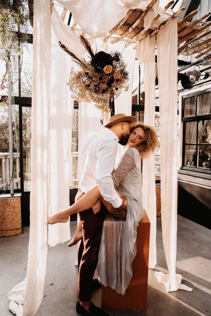 Ben jij op zoek naar een bohemian bruiloft thema? Dan hebben wij wat leuks voor je; zwijmel je even mee met deze sexy Bohemian Sparkles shoot!