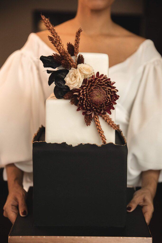 Een trouwjurk vinden of beter gezegd, die ene jurk vinden kan soms best knap lastig zijn. Daarom willen we je zoveel mogelijk inspiratie laten opdoen. Deze keer doen we dat met de nieuwe collectie trouwjurken van Bo & Luca!
