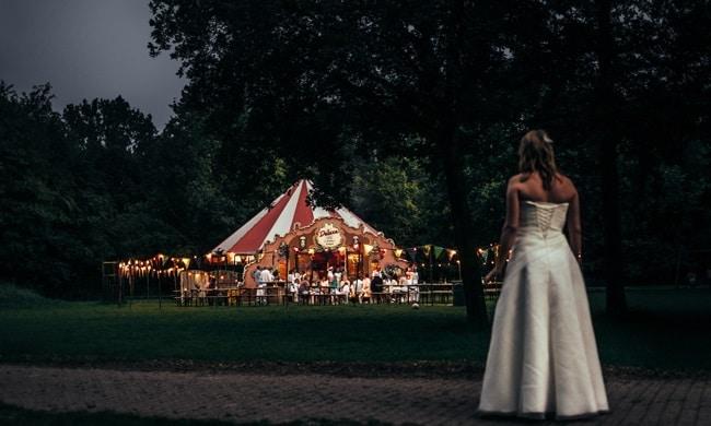 De festival-bruiloft van Wiepke en Bianca