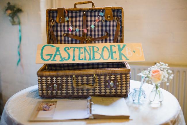 Girls of honour DIY bruiloft Ben & Joyce door Nienke van Denderen Fotografie-126