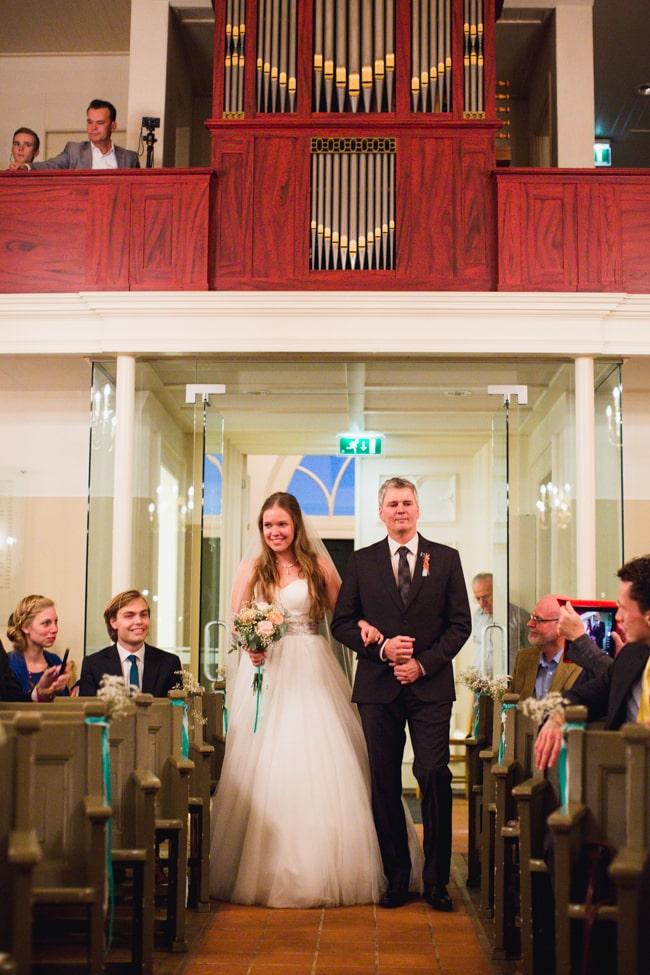 Girls of honour DIY bruiloft Ben & Joyce door Nienke van Denderen Fotografie-187
