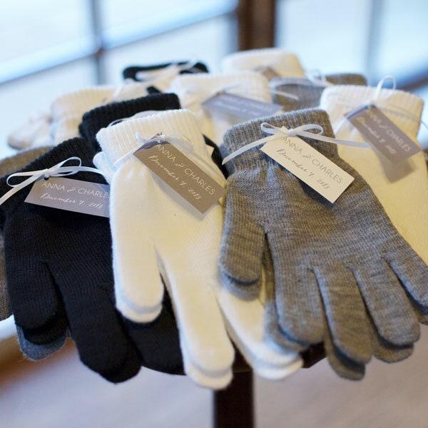 Handschoenen als bedankje bruiloftsgasten
