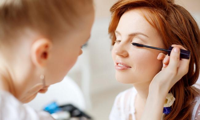 Bruidsmake-up: sprekende ogen en kleurrijke lippen