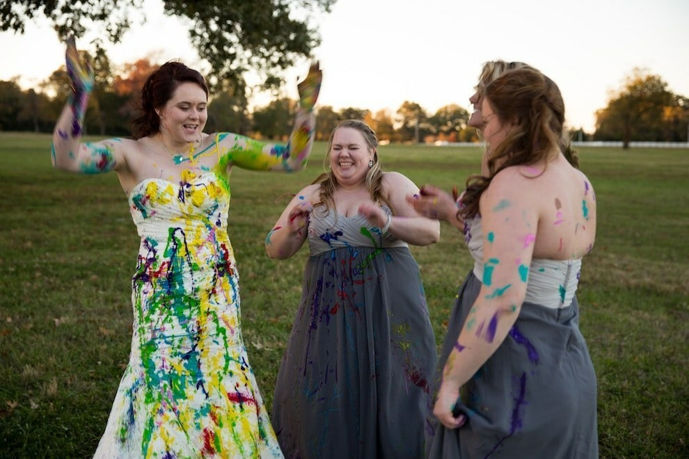 trash your dress met bruidsmeisjes