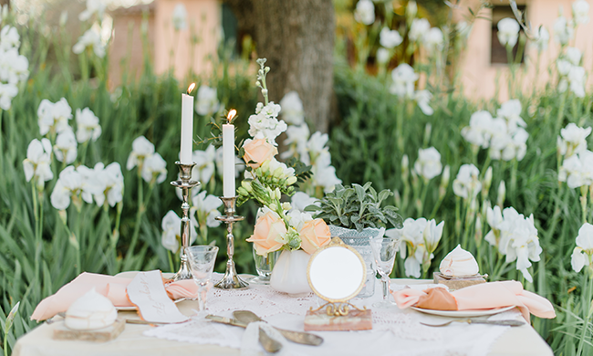 Peachy pink wedding styling