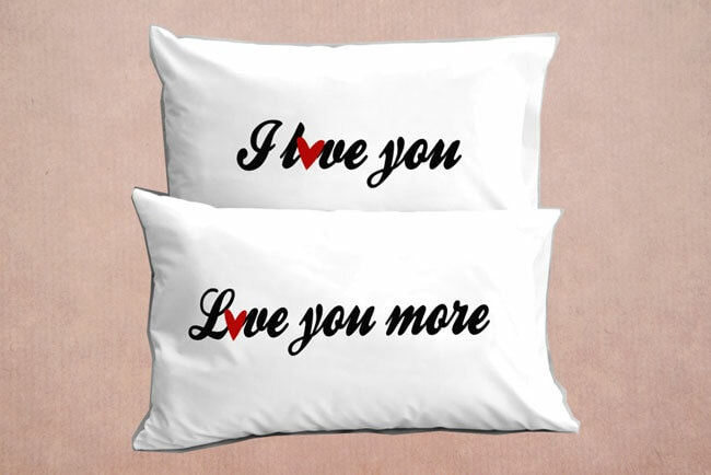 valentijn-cadeau-kussensloop-i-love-you-more